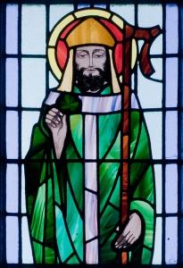 St Patrick and clover - Kilbennan_St._Benin's_Church_Window_Detail_2010_09_16