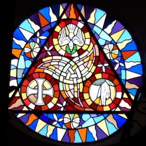 eglise_saint-samson2c_bobital2c_cc3b4tes_d27armor2c_france2c_la_trinitc3a92c_rosace2c_facade_ouest2c_5685